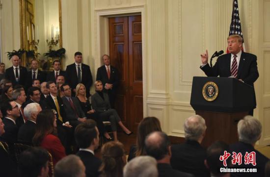 """内地时间2月6日,美国总统特朗普在白宫东厅就弹劾案""""无罪""""裁决颁发发言。/p中新社记者 陈孟统 摄"""