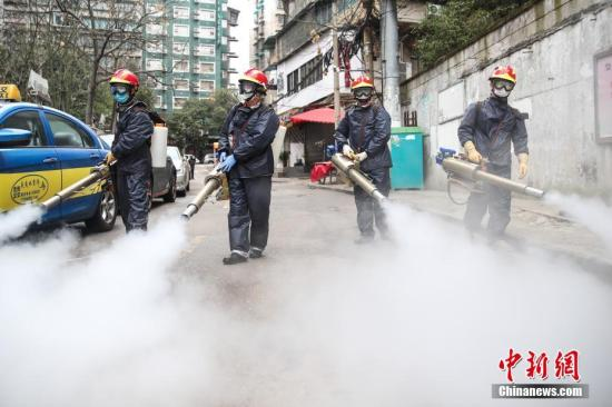 Volunteers disinfect a street in Guiyang, Guizhou Province, Feb. 7, 2020. (Photo/China News Service)
