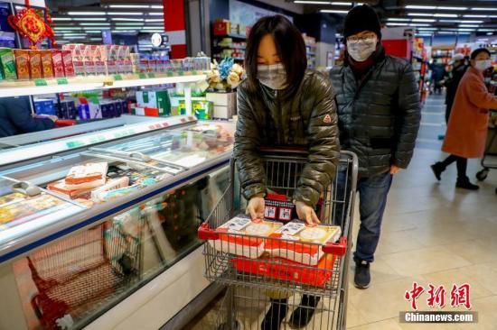 资料图:顾客在超市购物。<a target='_blank' href='http://www.chinanews.com/'>中新社</a>记者 张畅 摄