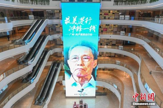2月10日,复工首日的广州,珠江新城中央商务区一商场内顾主稀少。/p中新社记者 陈骥旻 摄