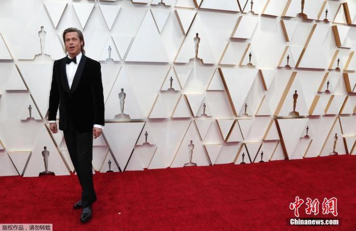 布拉德皮特亮相红毯。