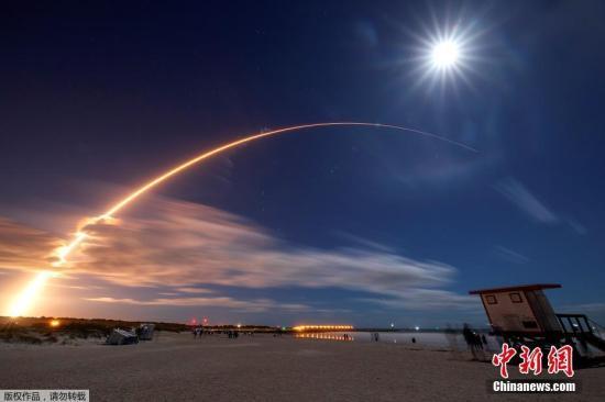 """2月11日消息,当地时间9日,在美国佛罗里达州卡纳维尔角空军基地,欧洲航天局与美国航天局联合进行了""""太阳轨道飞行器""""的发射,它被安装在美国联合发射联盟公司Atlas V411型运载火箭上。"""
