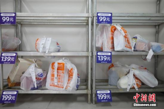 资料图:北京推广社区服务站实现无接触式购物。中新社记者 盛佳鹏 摄