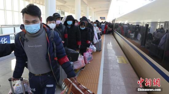 铁路部门累计开行务工专列300列 运送旅客达33.2万人。近期计划再安排务工专列13列,包车厢35辆次。