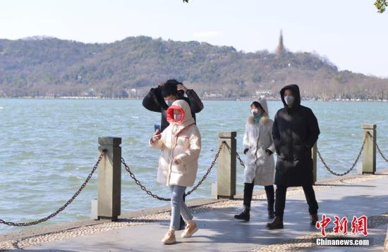 West Lake in Hangzhou partially reopens after novel coronavirus scare