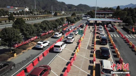 资料图:高速公路车流。中新社记者 商泽阳 摄