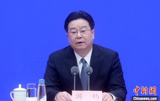 2月20日,中国人力资源和社会保障部副部长游钧在北京出席国务院应对新型冠状病毒感染的肺炎疫情联防联控机制举行的新闻发布会时称,当前新冠肺炎疫情对企业用工和就业必然会带来一些影响,但中国经济长期向好的基本面没有变,所以就业局势总体稳定的基本面没有变。中新社记者 张宇 摄