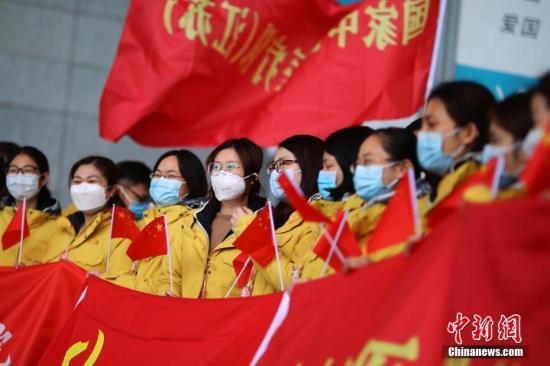 资料图:出征武汉的医疗队队员整装待发。。中新社记者 泱波 摄