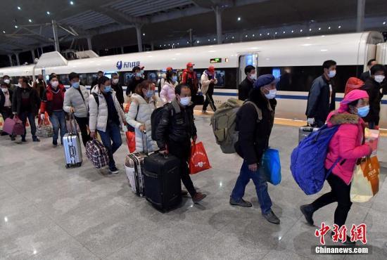 资料图:福建首趟复工高铁专列。中新社记者 张斌 摄