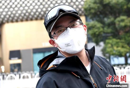 图为2月22日拍摄的志愿者田曦。 中新社记者 安源 摄