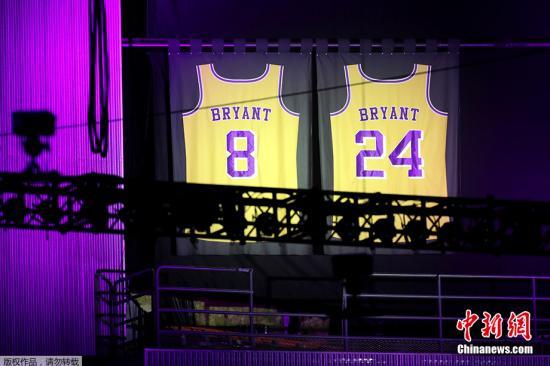 资料图:当地时间2月24日,NBA巨星科比·布莱恩特与女儿吉安娜追思会于洛杉矶湖人主场斯台普斯中心举行。