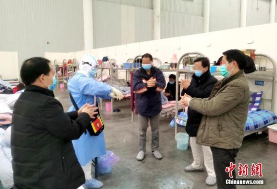 资料图:汉阳方舱医院是接收武汉市新型冠状病毒感染的肺炎轻症确诊患者的方舱医院。安源 摄