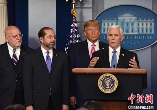 当地时间2月26日晚,美国总统特朗普在白宫举行新闻发布会宣布,副总统彭斯将领导美国政府应对新冠肺炎疫情的工作。图为彭斯在发布会上讲话。 <a target='_blank' href='http://www.chinanews.com/'>中新社</a>记者 陈孟统 摄