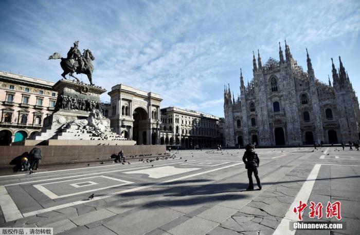 据外国媒体报道,当地时间3月8日,意大利总理朱塞佩·孔特签署法令,为遏制新冠肺炎疫情蔓延,意大利全面实行隔离,伦巴第大区及其他14个省的高达1600万人受到影响。图为米兰大广场。