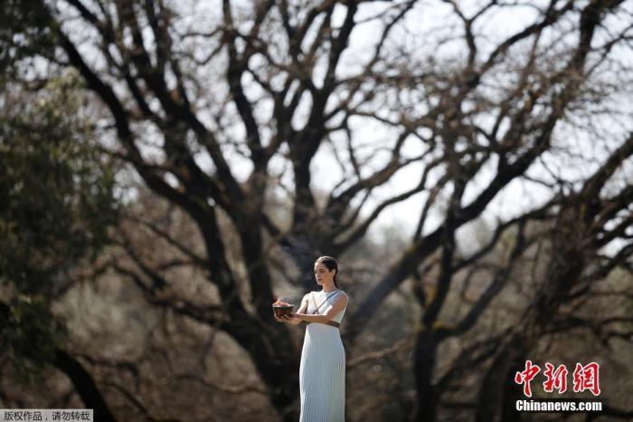 资料图:东京奥运圣火采集仪式现场。