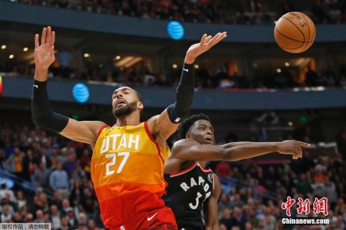 ZLT :北京时间3月12日,NBA官方宣布暂停赛季比赛,公告写道:由于一名爵士球员在新冠检测中呈阳性,今晚雷霆和爵士的比赛被取消。官方将在今晚的比赛之后暂停本赛季,直到另行通知之前。此前有报道称,爵士中锋戈贝尔的新冠肺炎检测呈阳性。图为当地时间3月9日,爵士球员戈贝尔在比赛中。