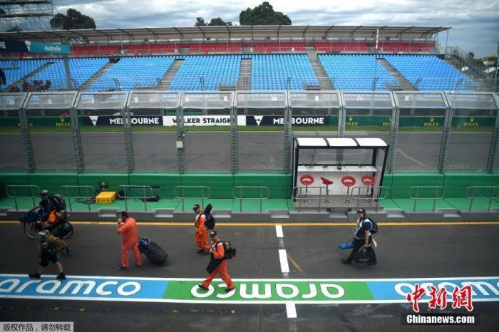 当地时间3月13日,国际汽联官网发布公告,决定作废原定于3月13日至15日在澳大利亚进走的F1新赛季揭幕战。图为赛事作废后,F1澳大利亚大奖赛空旷的修缮区。