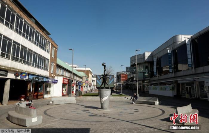 资料图:当地时间3月24日,英国赫默尔亨普斯特德,城市街头冷冷清清。