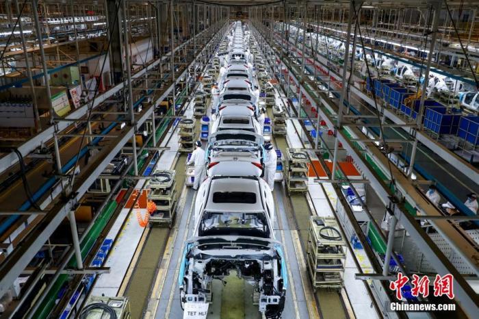 工人在汽车总装生产线上工作。<a target='_blank' href='http://www.chinanews.com/'>中新社</a>记者 张畅 摄