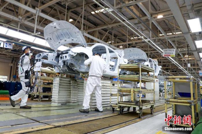 工人在总装生产线上工作。<a target='_blank' href=