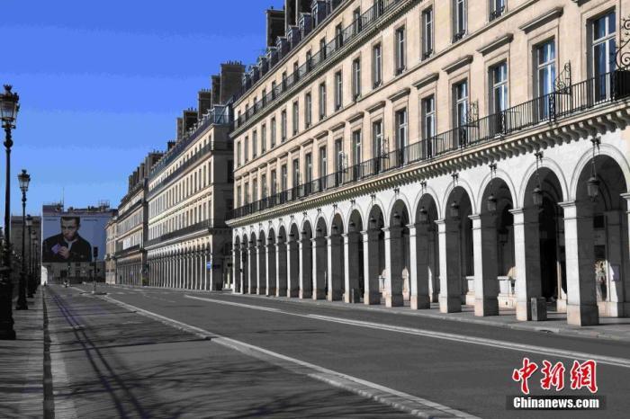 严厉管制措施下,位于巴黎市中心的里沃利大街几乎看不到行人和车辆。<a target='_blank' href='http://www.chinanews.com/'>中新社</a>记者 李洋 摄
