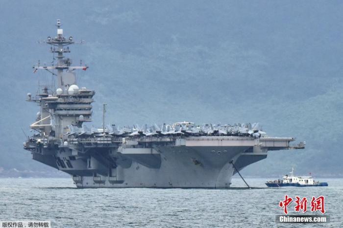 """当地时间3月5日,美国海军""""罗斯福""""号(CVN-71)进入越南岘港。"""