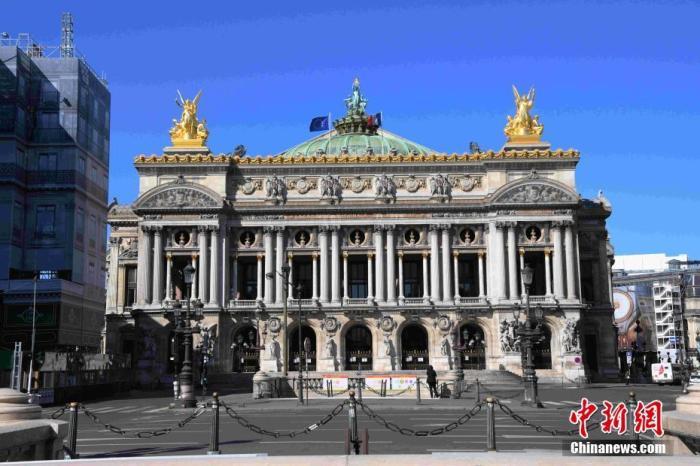 巴黎歌剧院门前当天几乎看不到行人和车辆。中新社记者 李洋 摄