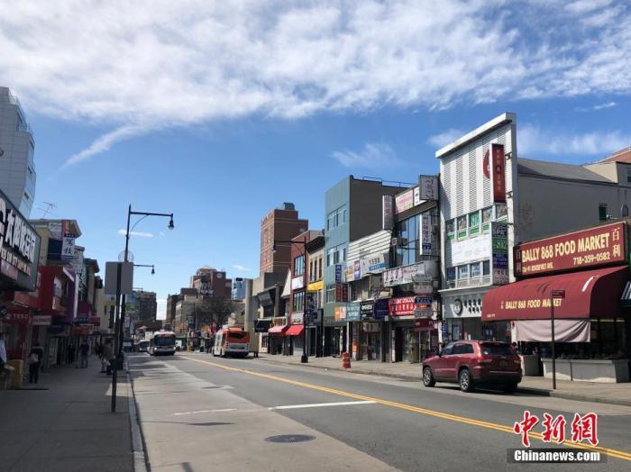 纽约市华人聚居区法拉盛的罗斯福大道,往日人头攒动的街头行人寥寥。