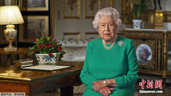 """当地时间2020年4月5日,英国女王伊丽莎白向全英国民众发表电视讲话,鼓励民众""""团结、坚定"""",在抗击新冠病毒疫情斗争中""""取得成功""""。"""
