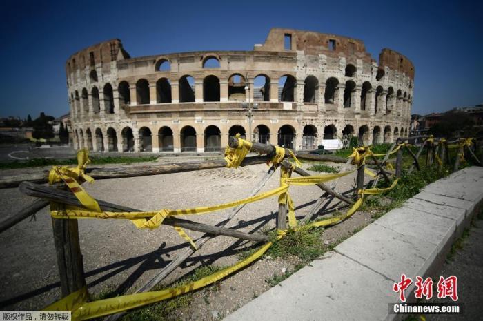"""当地时间4月10日,罗马体育馆纪念碑外围用警戒带固定。意大利累计新冠确诊病例10日增至147577例,死亡病例18849例,治愈病例30455例。意总理孔特当天表示,原定4月13日结束的全国""""封城""""措施将延长到5月3日。"""