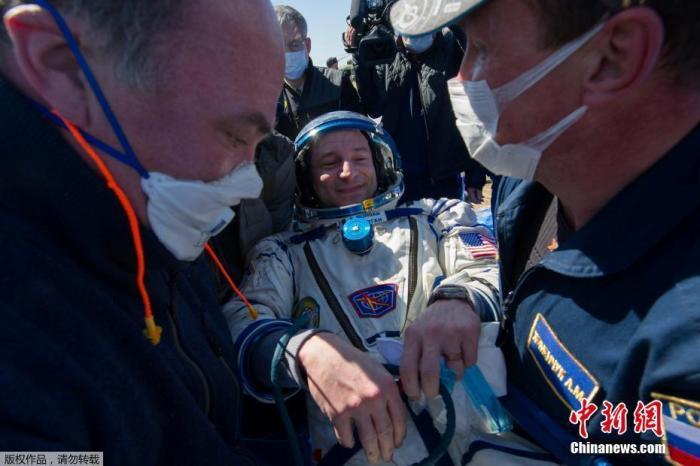 """3名宇航员是国际空间站第62批科考组成员,于2019年9月25日从哈萨克斯坦拜科努尔航天发射场升空前往国际空间站,在""""空""""中度过了205天。图为美国宇航员摩根。"""