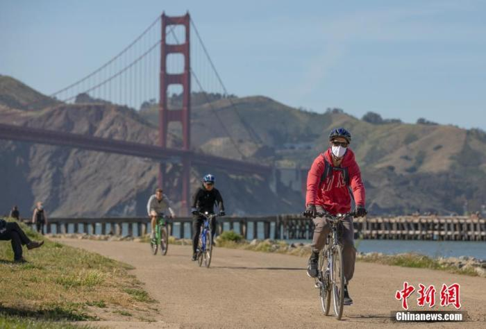 當地時間4月27日,美國舊金山市民在金門大橋附近健身。<a target='_blank' href='http://www.769358.buzz/'>中新社</a>記者 劉關關 攝