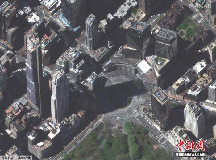资料图:当地时间4月28日,由Maxar Technologies提供的卫星图像显示,在新冠肺炎疫情期间,美国纽约城市的街区空空荡荡。图为曼哈顿哥伦布圆环附近的街道。