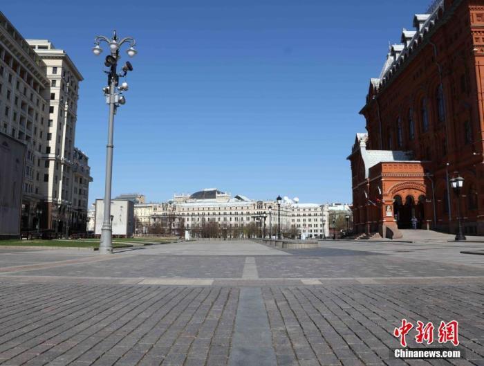资料图:当地时间5月1日,莫斯科迎来一年一度的劳动节。受疫情影响,今年的莫斯科变得静悄悄的。市中心地段,几乎看不到行人。中新社记者 王修君 摄