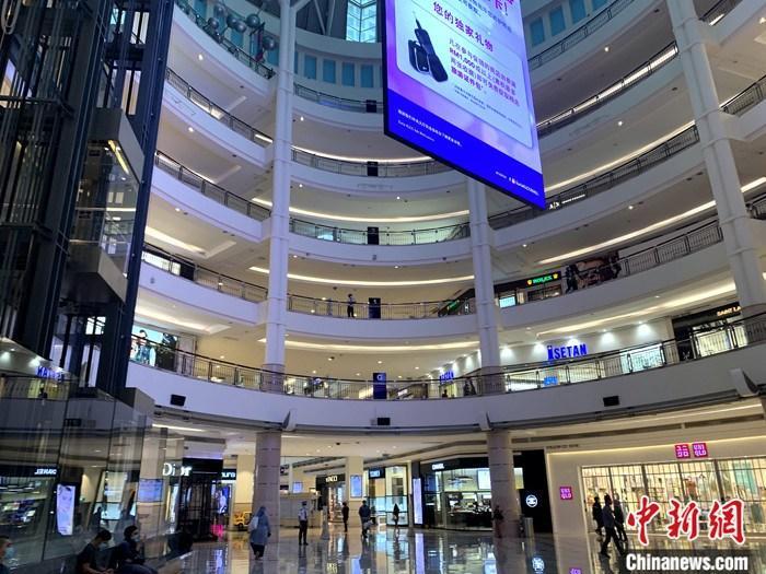 图为吉隆坡著名的阳光商场内部分商铺复业。 lt;a target='_blank' href='http://www.chinanews.com/'gt;中新社lt;/agt;记者 陈悦 摄