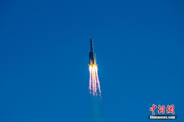 """驯火牧天问苍穹——记长五B火箭首发""""两万公斤""""航天器"""
