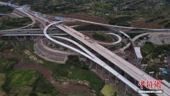 China's investment in highways, waterways grows in Jan.-May