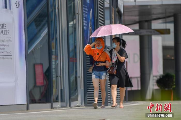 四川盆地西北地区东南部等地有强降雨