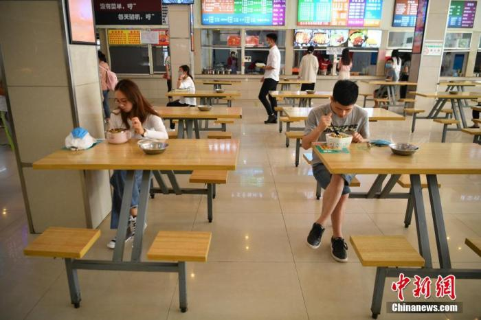 教育部发布学校文明卫生倡导:在校用餐尽量自备餐具
