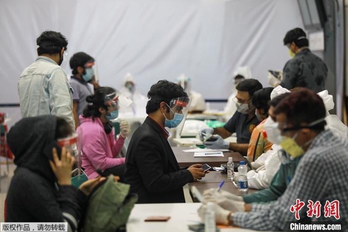 资料图为疫情下的印度。