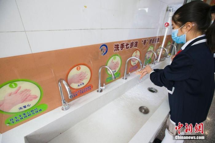 资料图:5月12日,山西省太原市新建路小学,学生在进行开学演练。 /p中新社记者 张云 摄