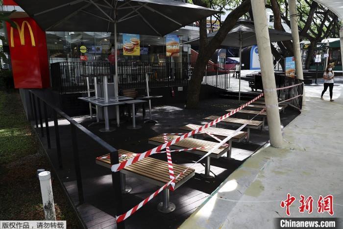 原料图为疫情下的新加坡快餐店。