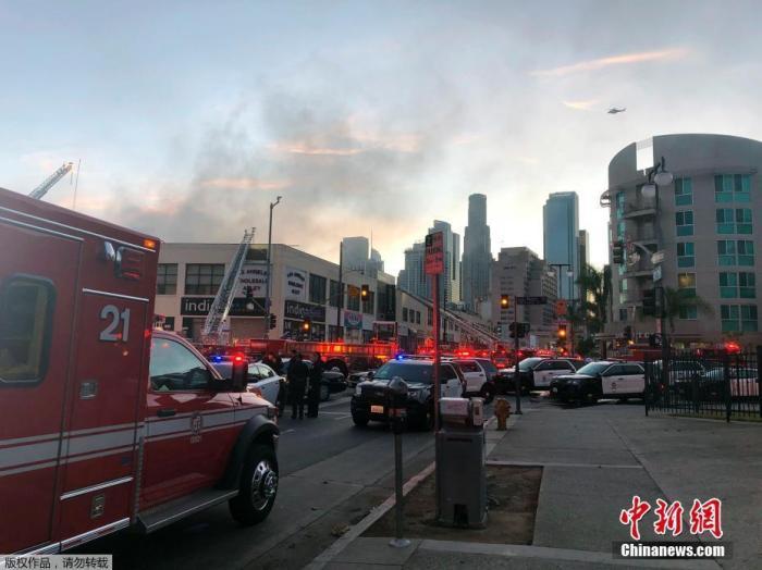 升级为重大事件!洛杉矶火灾11人伤 现场腾起蘑菇云图片