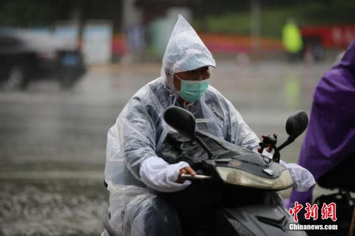 四川盆地黄淮等地有强降雨 江南华南等地仍有高温天气
