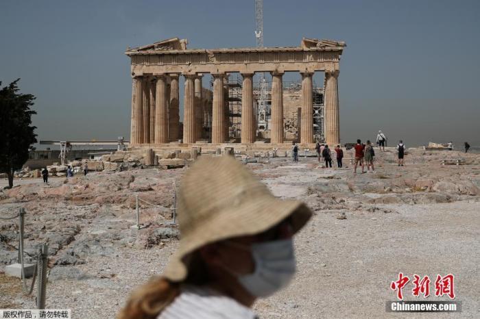 當地時間5月18日,希臘雅典,雅典衛城向公眾開放,吸引游客參觀,當天希臘露天考古遺址和各類主題公園當天起恢復開放。