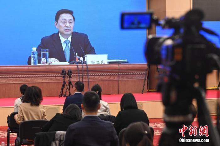 5月20日,全国政协十三届三次会议新闻发布会在北京举行,大会新闻发言人郭卫民介绍本次大会有关情况并回答中外记者提问。按照大会疫情防控工作要求,新闻发布会采用网络视频方式举行。主会场设在人民大会堂新闻发布厅,分会场设在梅地亚中心多功能厅。图为记者在分会场参加发布会。 <a target='_blank' href='http://www.chinanews.com/'>中新社</a>记者 陈骥旻 摄