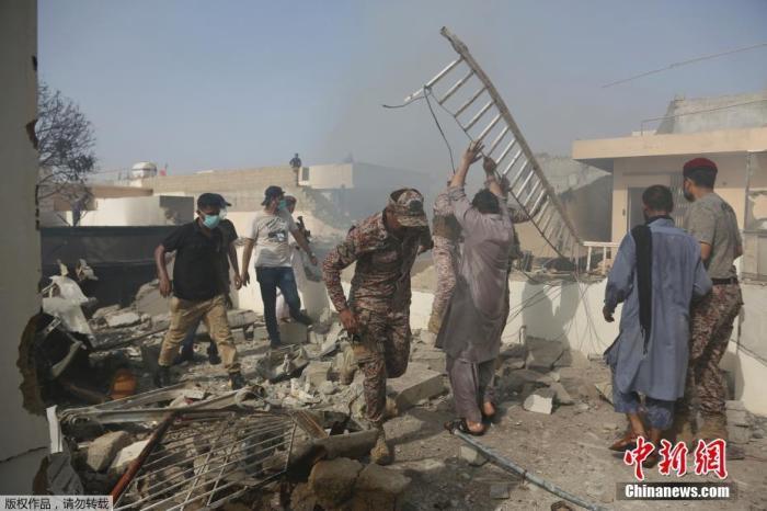 巴媒:巴基斯坦坠机事故已致至少35人死