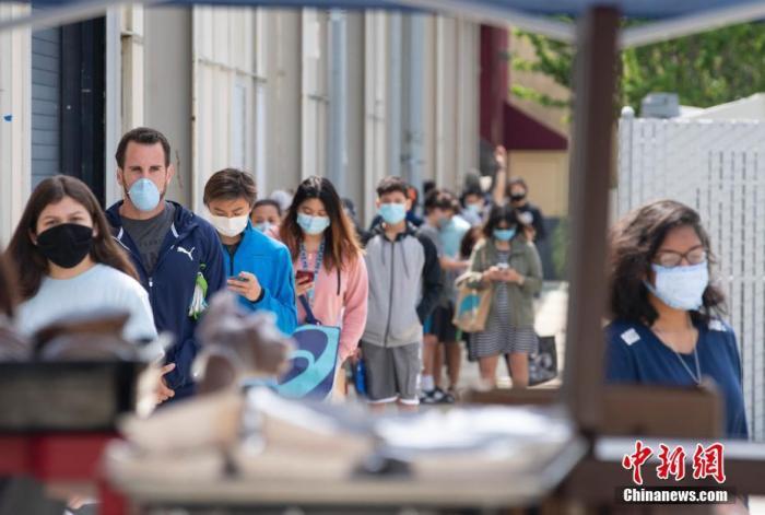 """美国亚裔遭受新冠病毒与种族歧视""""双重打击"""""""