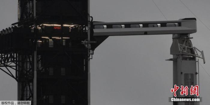 当地时间5月25日,美国佛罗里达州肯尼迪航天中心,paceX的载人飞行任务DEMO-2发射前准备工作进行中。据悉,美国太空探索技术公司SpaceX将于5月27日进行首次载人飞行任务,利用载人龙飞船将两名美国宇航局送入太空。