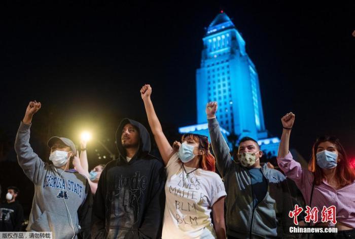 抗议升级!特朗普批应对官员无能 或出动国民警卫队图片